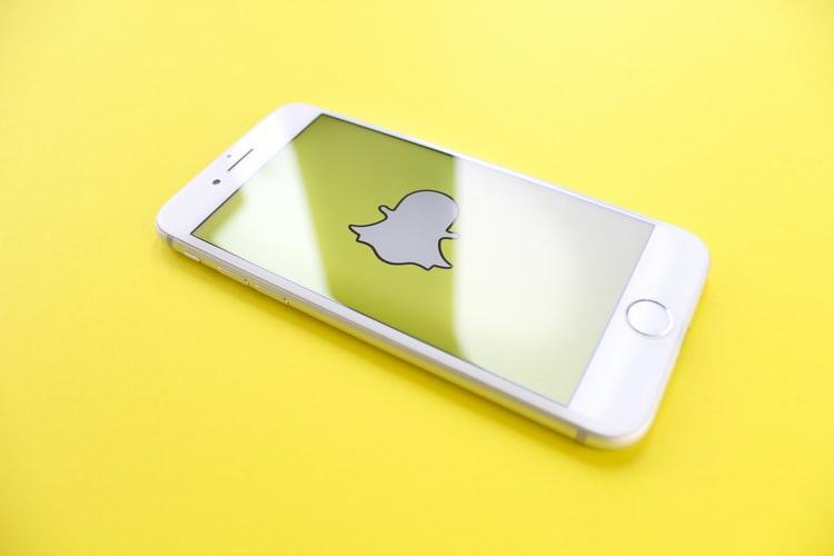 Za razliko od Facebooka so pri Snapchatu o predsednikovi retoriki podali jasno stališče. © Thought Catalog/Unsplash