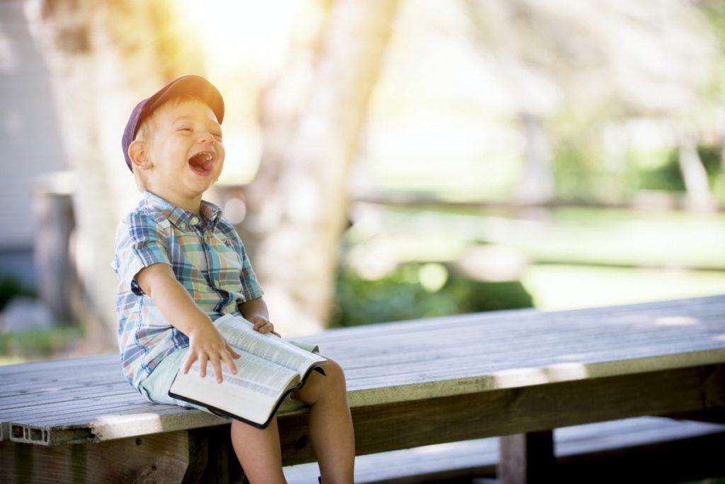 Veselje se po družbenih omrežjih širi veliko hitreje kot žalost. © Unsplash/Ben White