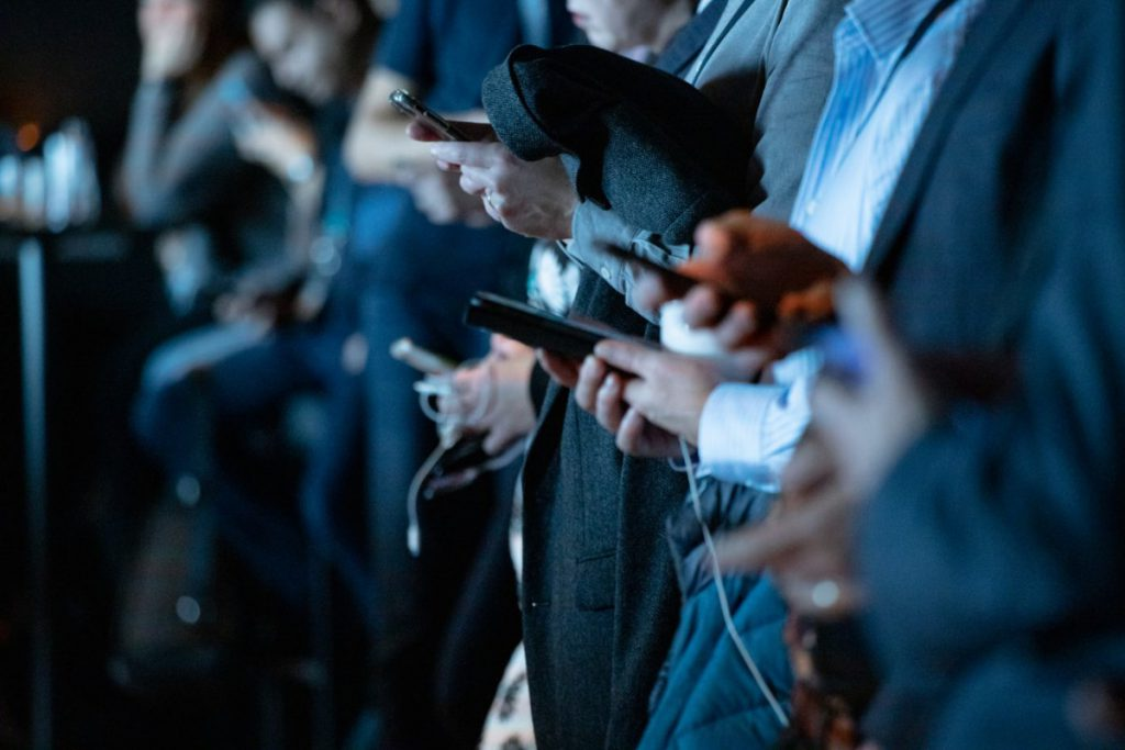 Družbena omrežja so z vzponom pametnih telefonov prodrla v vse pore naših življenj. © camilo jimenez/Unsplash